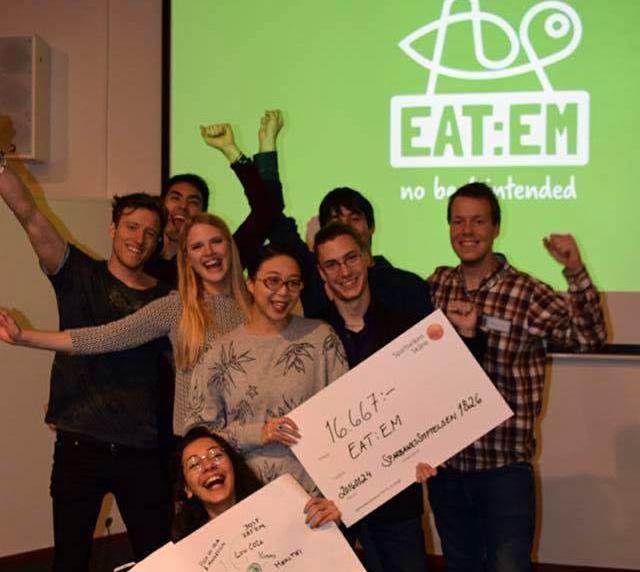 Eat:em med sitt hackerteam. Tre av Eat-em-grundarna med på bilden: Martin Strid (längst till vänster) Kajsa Alenmyr bredvid och Isak Jonsson längst till höger.