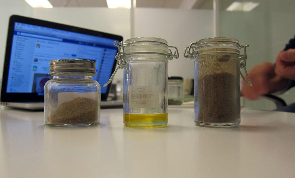Mjölmaskpulver och olja från Nutrient.
